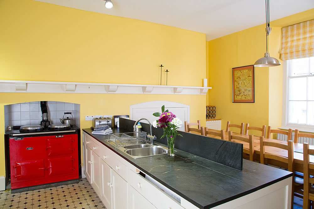 Large five bedroom family holiday cottage lamside house for Large family kitchen